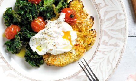 Tost z kalafiora z jarmużem i jajkiem