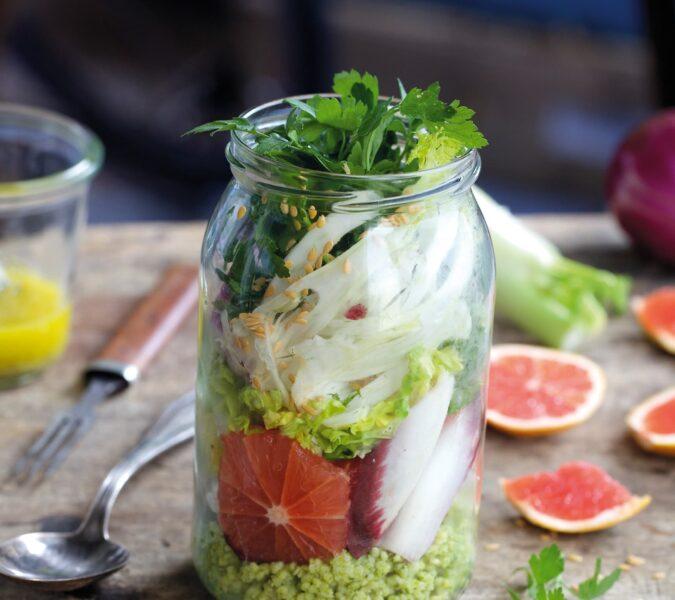 Sałatka z fenkułem, grejpfrutem i kaszą jaglaną w pesto