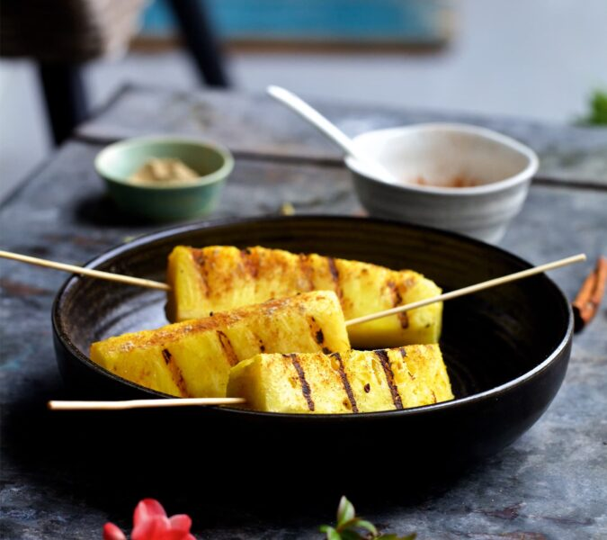 Grillowany ananas z nutą cynamonu i kardamonu