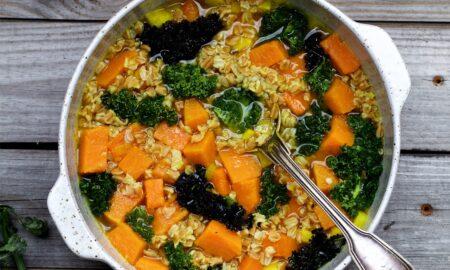 Zupa z orkiszem, dynią, selerem i jarmużem