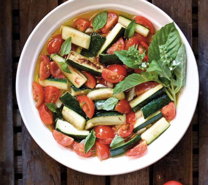 Cukinia z nutą oregano, bazylią i pomidorem