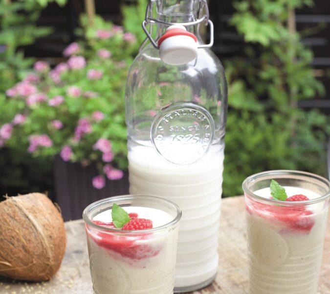 Koktajl jaglany z musem malinowo-daktylowym i domowe mleko jaglane