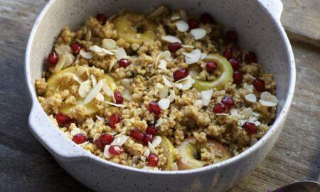 Zapiekane jabłka pod jaglaną kruszonka z nutą goździków