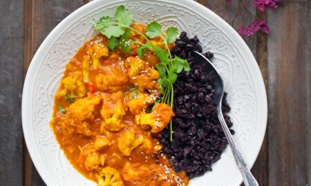 Kalafiorowe curry z czarnym ryżem