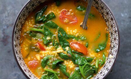 Zupa z soczewicą, szpinakiem i kaszą jaglaną